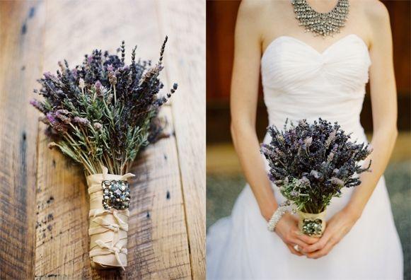 trang trí tiệc cưới với hoa lavender khô